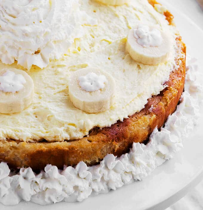 Closeup picture of a banana cream pie cheesecake on a serving platter.
