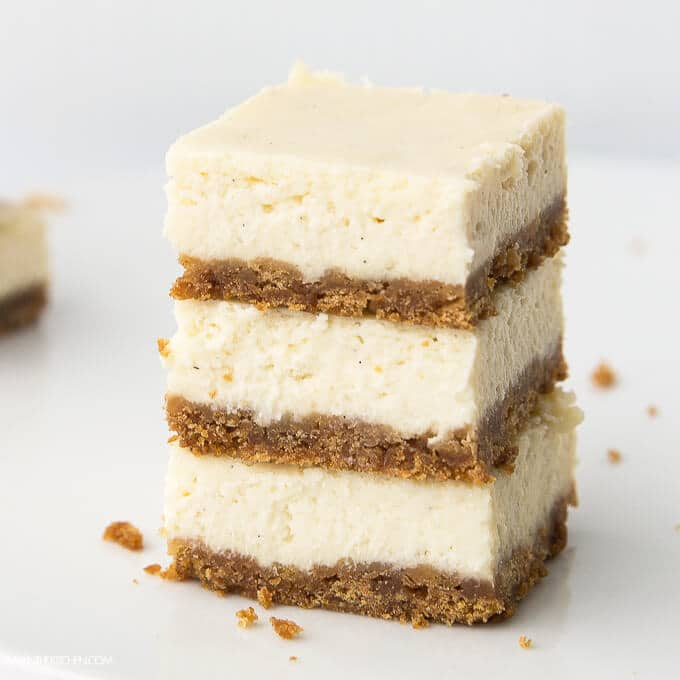 OMG! These Simple Cheesecake Bars are so yummy! AmyintheKitchen.com