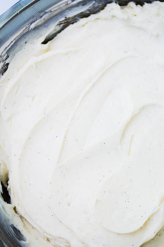 The BEST Cream Cheese Frosting recipe ever! So rich and creamy, perfect for carrot cake, banana cake and whoopie pies!
