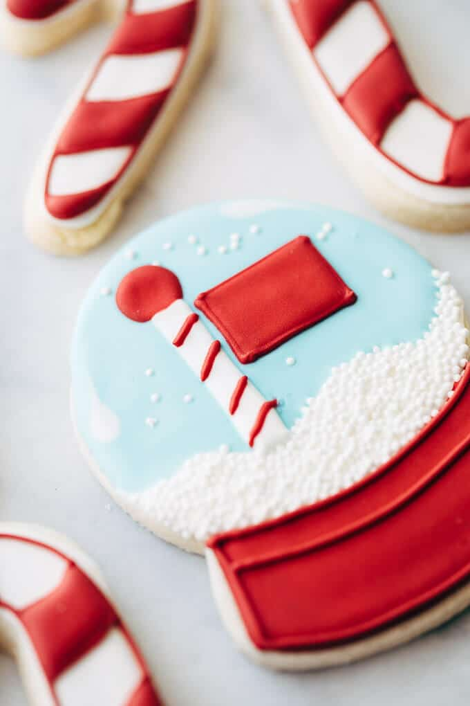 snow globe sugar cookie