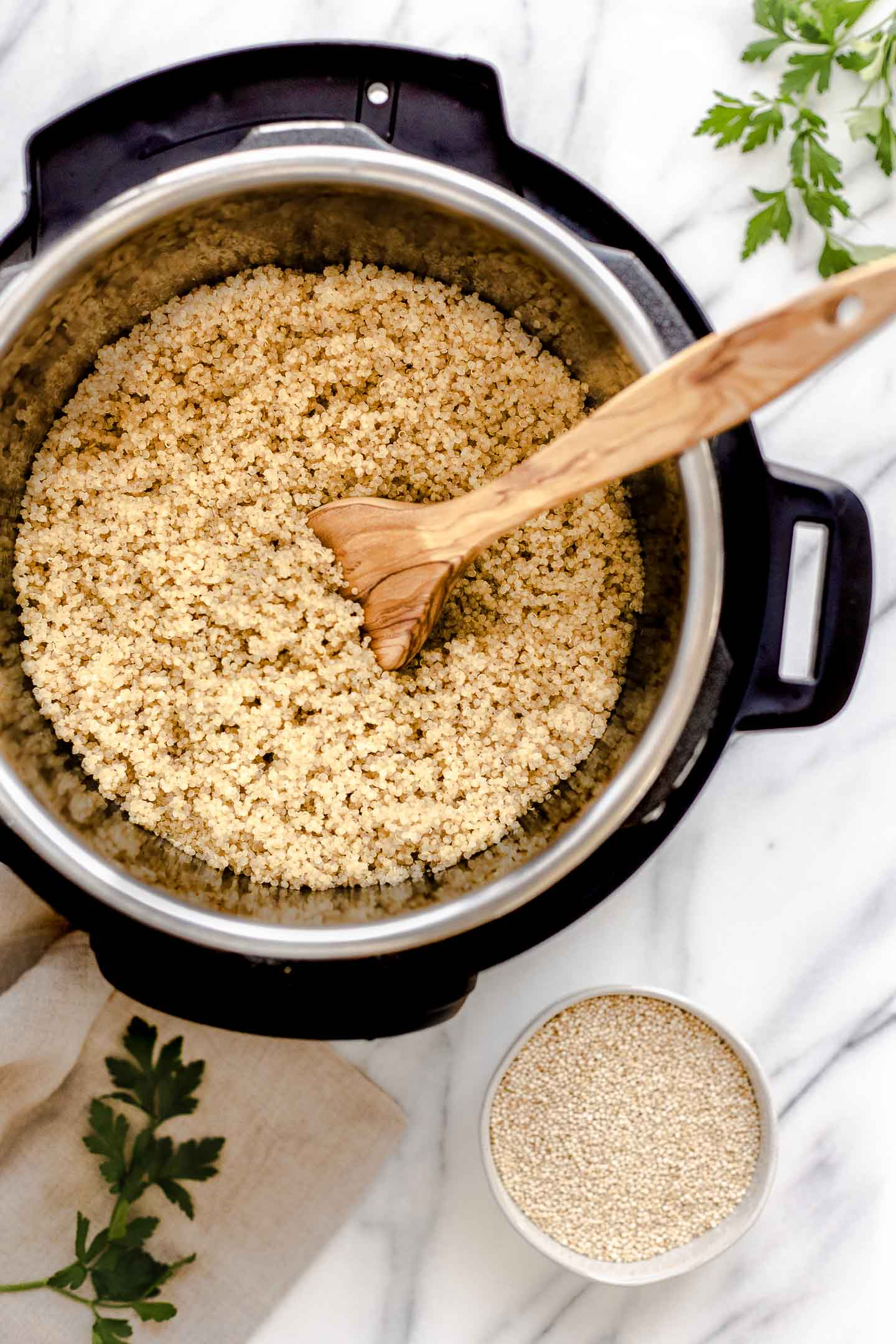 Instant Pot Quinoa - the perfect fluffy and delicious! Not mushy! It's all about the water to quinoa ratio #instantpotquinoa #perfect quinoa